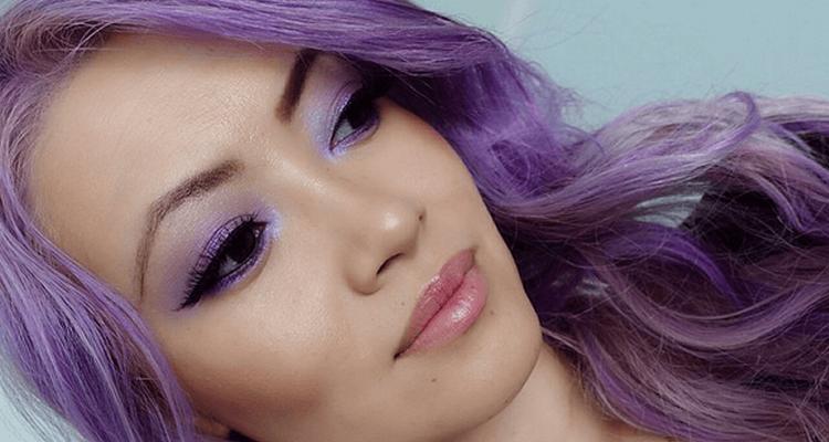 onnatuurlijke makeup en haarkleuren