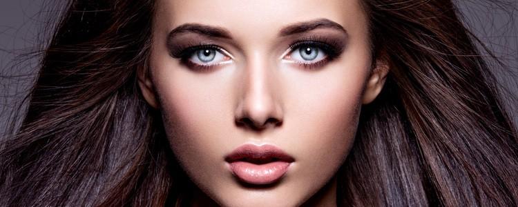 lichte ogen en donker haar is één van de zeven schoonheden.