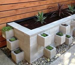 verhoogde bakken voor onderhoudsvriendelijke tuin