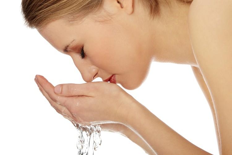 7 Fouten die je kunt maken bij het wassen van je gezicht   Beauty Rub