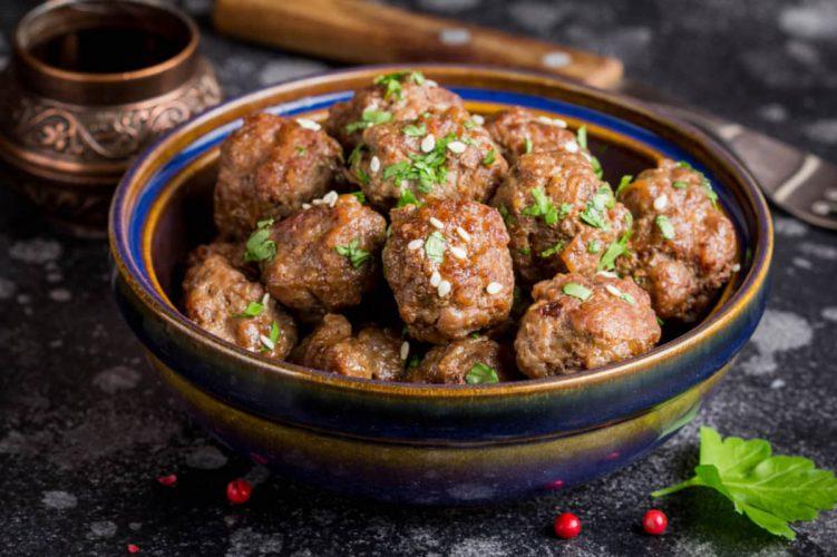 gehaktballetjes met saus